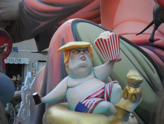 ト○ンプ大統領の人形