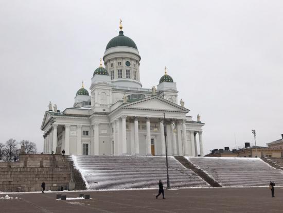 ヘルシンキ大聖堂の目の前を通りました