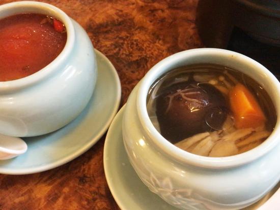 スープは、トマトのまるごとスープと、薬膳スープ。どちらも美味しかったです。