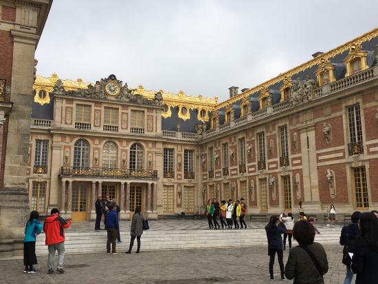 ヴェルサイユ宮殿見学後、宮殿の外観