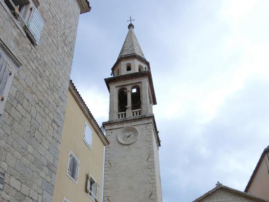プドヴァの中央広場にある教会