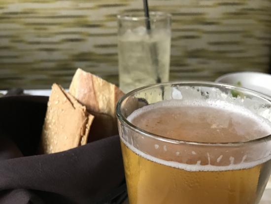 パン、クラッカー、地ビール