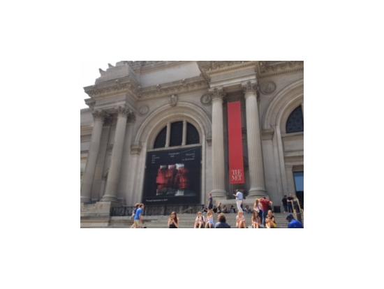 入口左には、特別展の案内が有り。