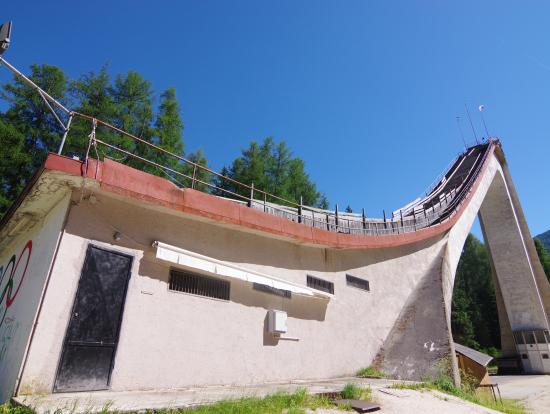 むかしのオリンピックのジャンプ台に使われる予定だったところ、らしいです