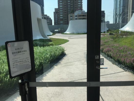 台中國家歌劇院 空中庭園は閉まっていた