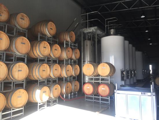レオゲートエステートのワイン製造場