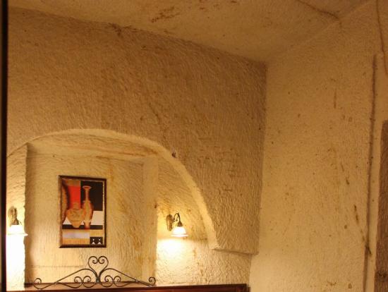 Yigitoglu Cave Hotelの部屋です。あまり洞窟、洞窟していない感じ。