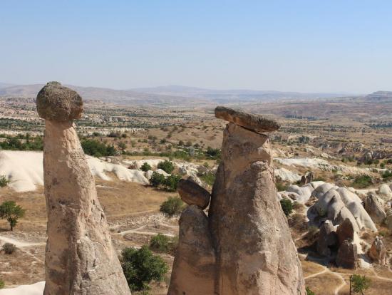 「3人娘の岩」。でも別の角度から見ると「親子の岩」に。