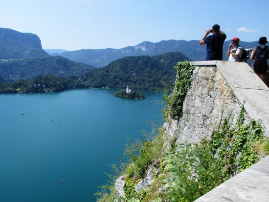 ブレッド城からブレッド湖を望む