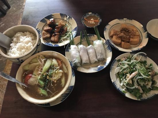 ランチのベトナム家庭料理です。どれも美味しかったです。