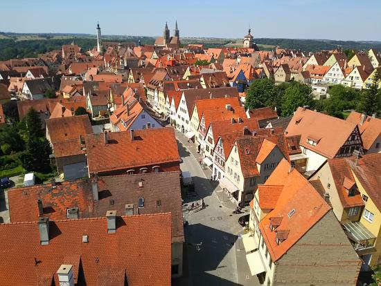 レーダー門塔から市街を眺望
