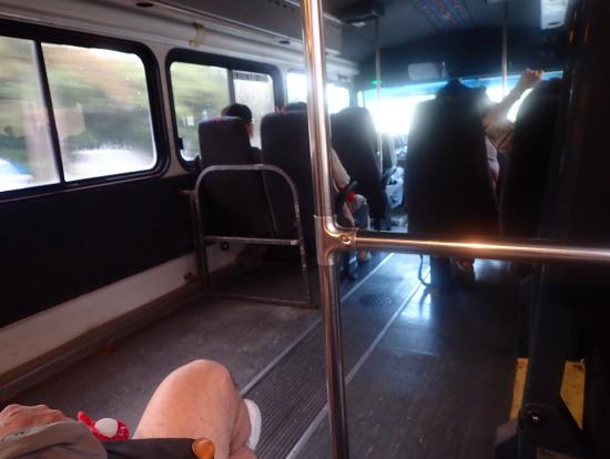 バスの中。広いです。