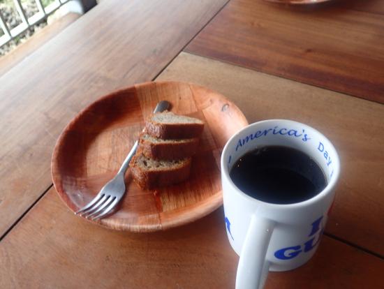 コーヒーとバナナブレッド。