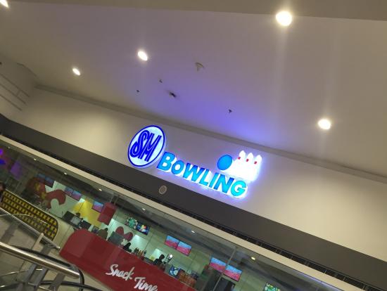 映画館やボーリング場も