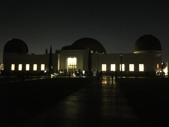 夜のグリフィス天文台