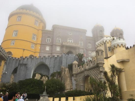イスラム教、ユダヤ教、キリスト教の様式を全て反映するペーナ宮殿