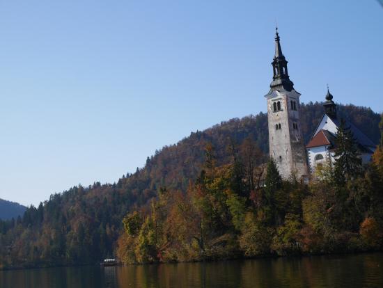 ブレッド湖の小さな島の教会