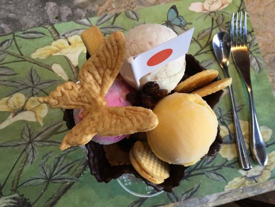 宮原眼科のレストランで食べたパフェ!