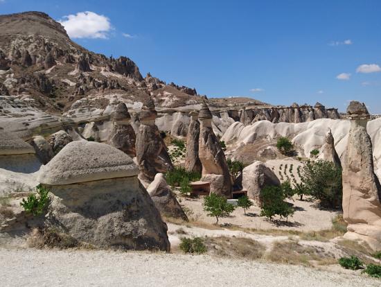 カッパドキアの奇岩群にて