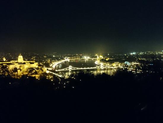 ゲッレートの丘からの夜景