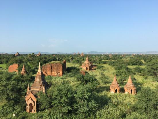 寺院から俯瞰したバガン