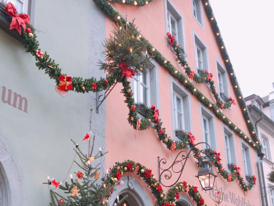 ローテンブルクのお店もクリスマス仕様に