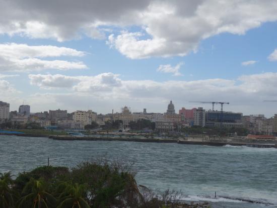 モロ要塞からのハバナの街の眺め