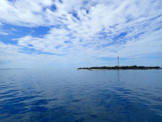 船から見たアメデ島