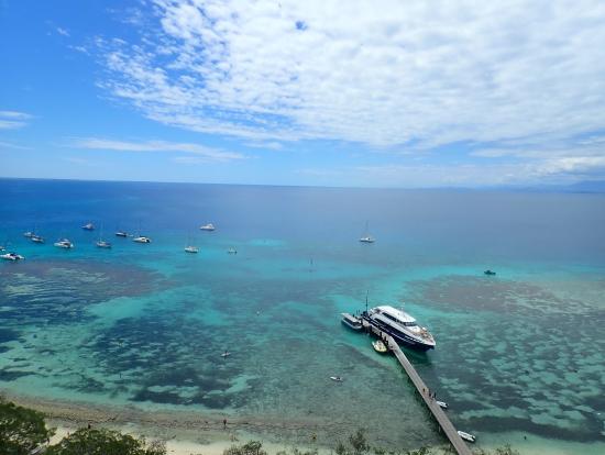灯台からの眺め。海が綺麗。