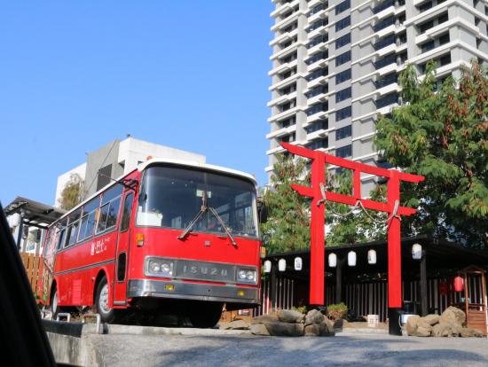 バスを改装したラーメン屋さん。話の中で寄ってみることに。