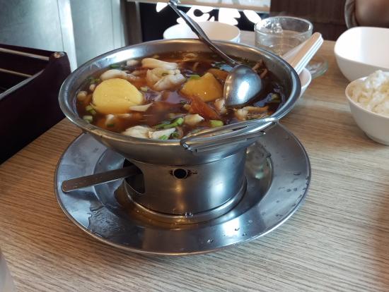 イカとジャガイモのとろみスープ。これもあっさりしておいしい。