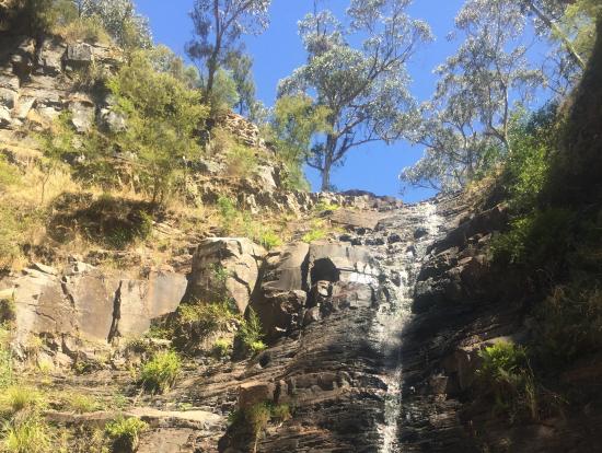 シルバーバンド滝は水量少なめ