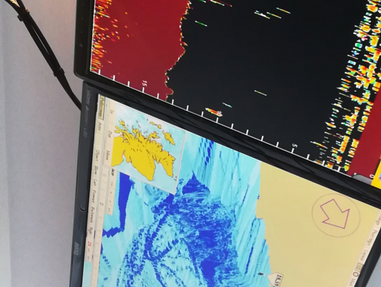 湖底の地形と魚群探知機