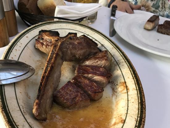 ステーキは写真を撮る前に取り分けられしまいました。