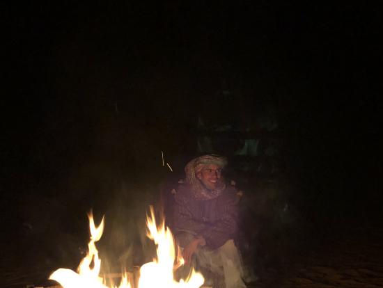 ベルベル音楽とベルベルダンスとキャンプファイア。星もすごく綺麗ですがとにかく寒いです。