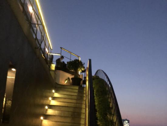 この階段を上ると.......