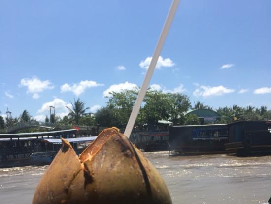 帰りのボートで頂いたココナッツ