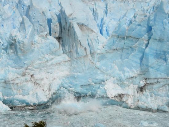 ペリト・モレノ氷河(崩落の瞬間)