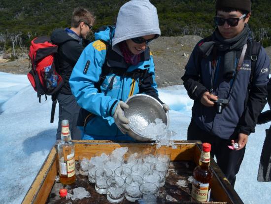 ペリト・モレノ氷河(トレッキングツアー)