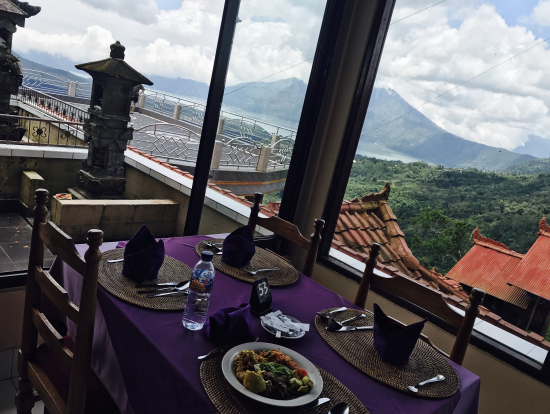 キンタマーニ高原のレストラン