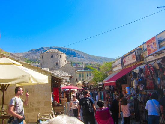 モスタル市内は中東の街みたい