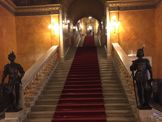 賓客用の階段
