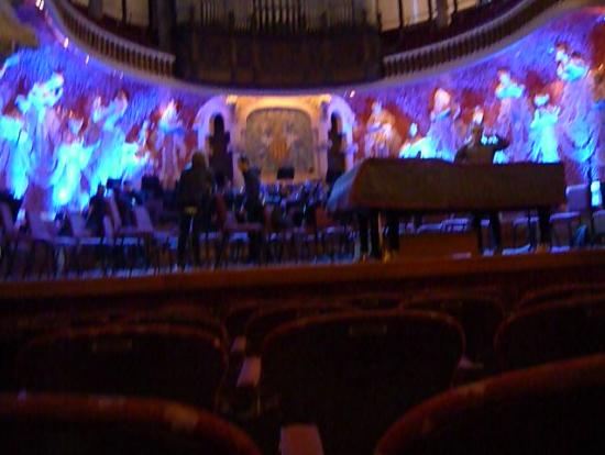 パイプオルガンの響きと共に変わる舞台照明