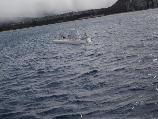 海に浮かぶ潜水艦