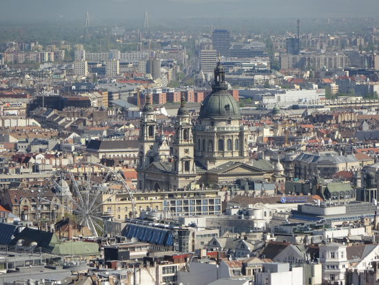 ゲッレールトの要塞「ツィタデラ」より聖イシュトバーン大聖堂を望む