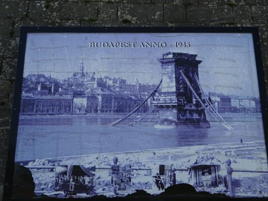 ツィタデラにある写真(戦争中に破壊された鎖橋)