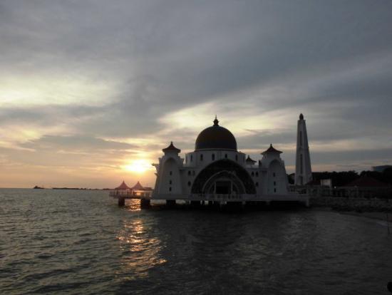 海辺のモスク