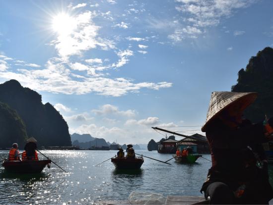 村のボートツアー