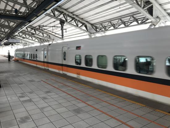 台中駅の月台(プラットホーム)