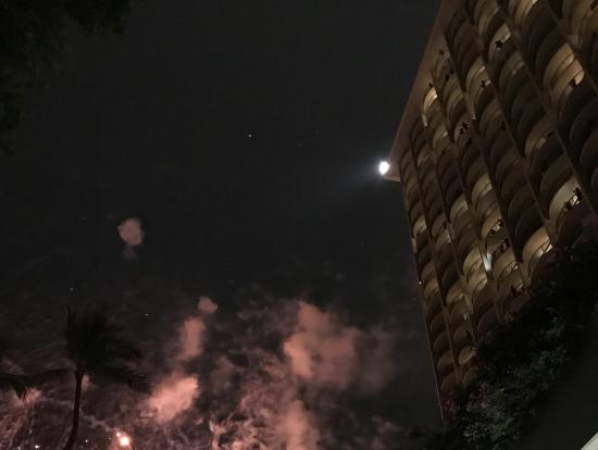 金曜の夜はヒルトンの花火が見えるかも?